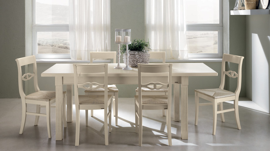Traditional style dining table